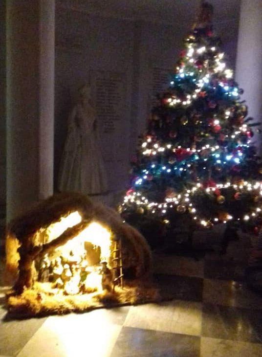 τολισμός Χριστουγεννιάτικου δέντρου